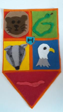Von Naomi: Hogwarts Wappen